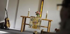 I Löfstadkyrkan firar vi gudstjänst kl 10 alla söndagar - utom sommartid då vi finns i sommarkyrkan på Furuvik.
